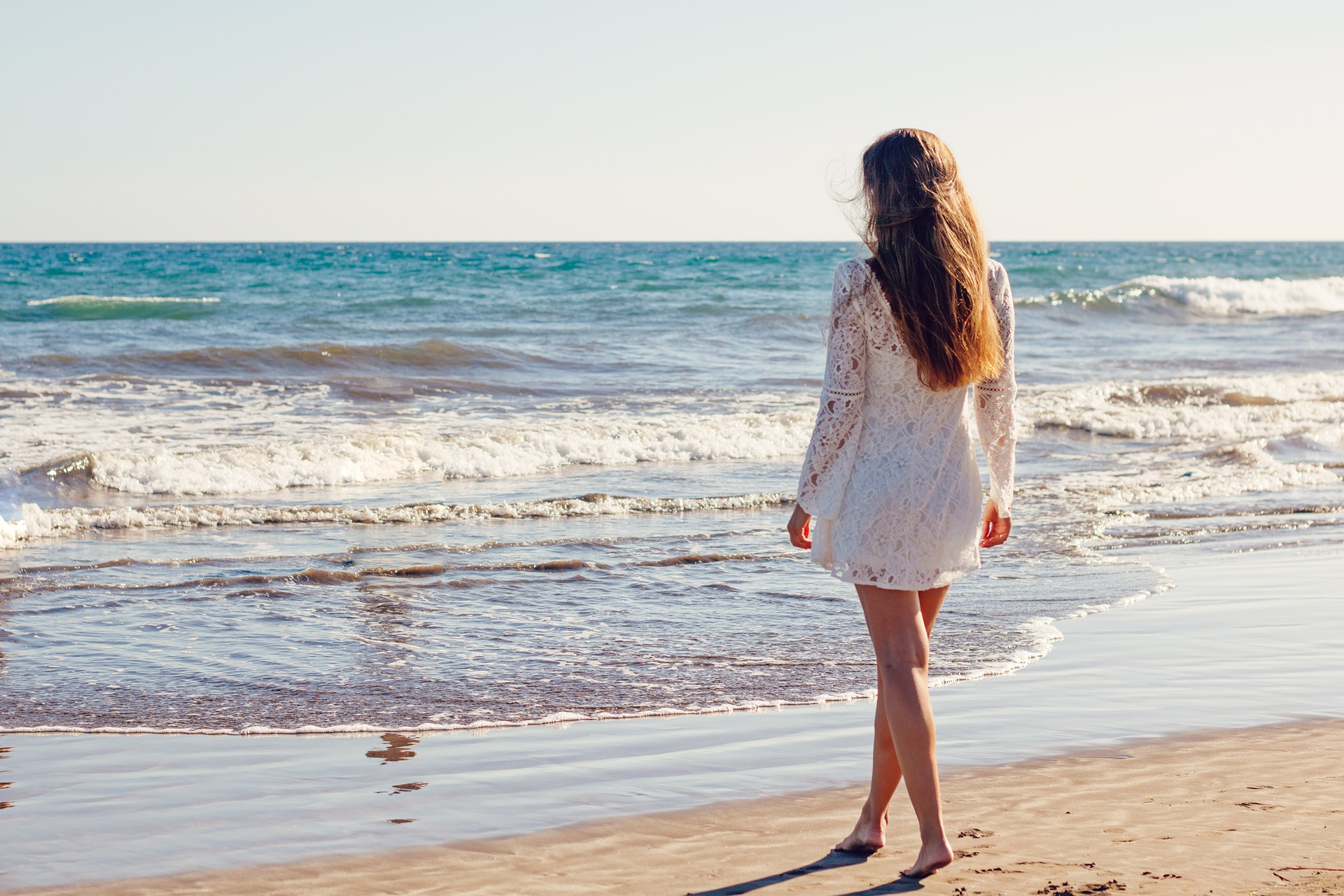 femme-plage-prothese-mammaire